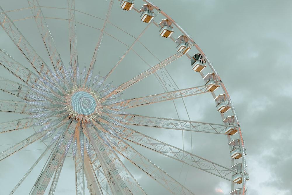 ferris wheel under stratocumulus clouds