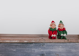 two elf on the shelf figurines