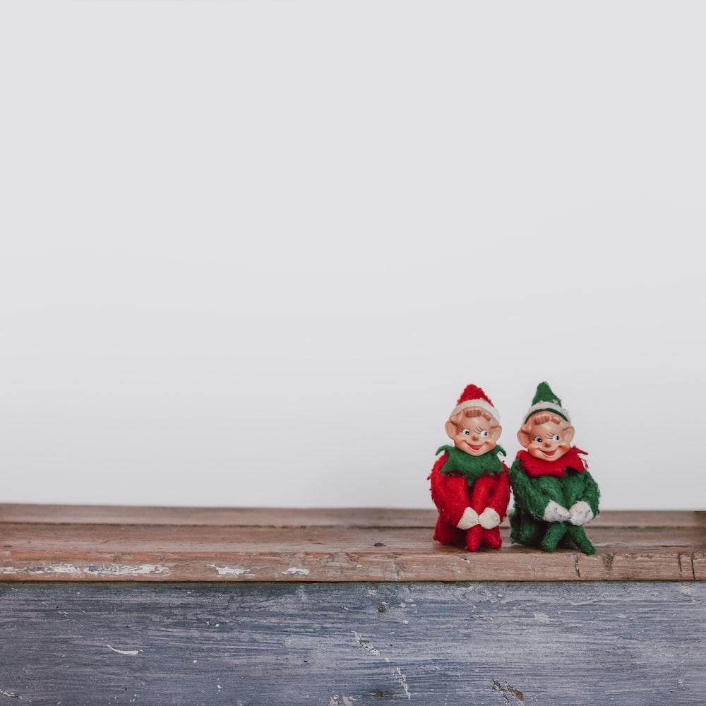 two elf on the shelf figurines