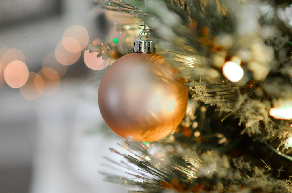 closeup photography of brown Christmas bauble