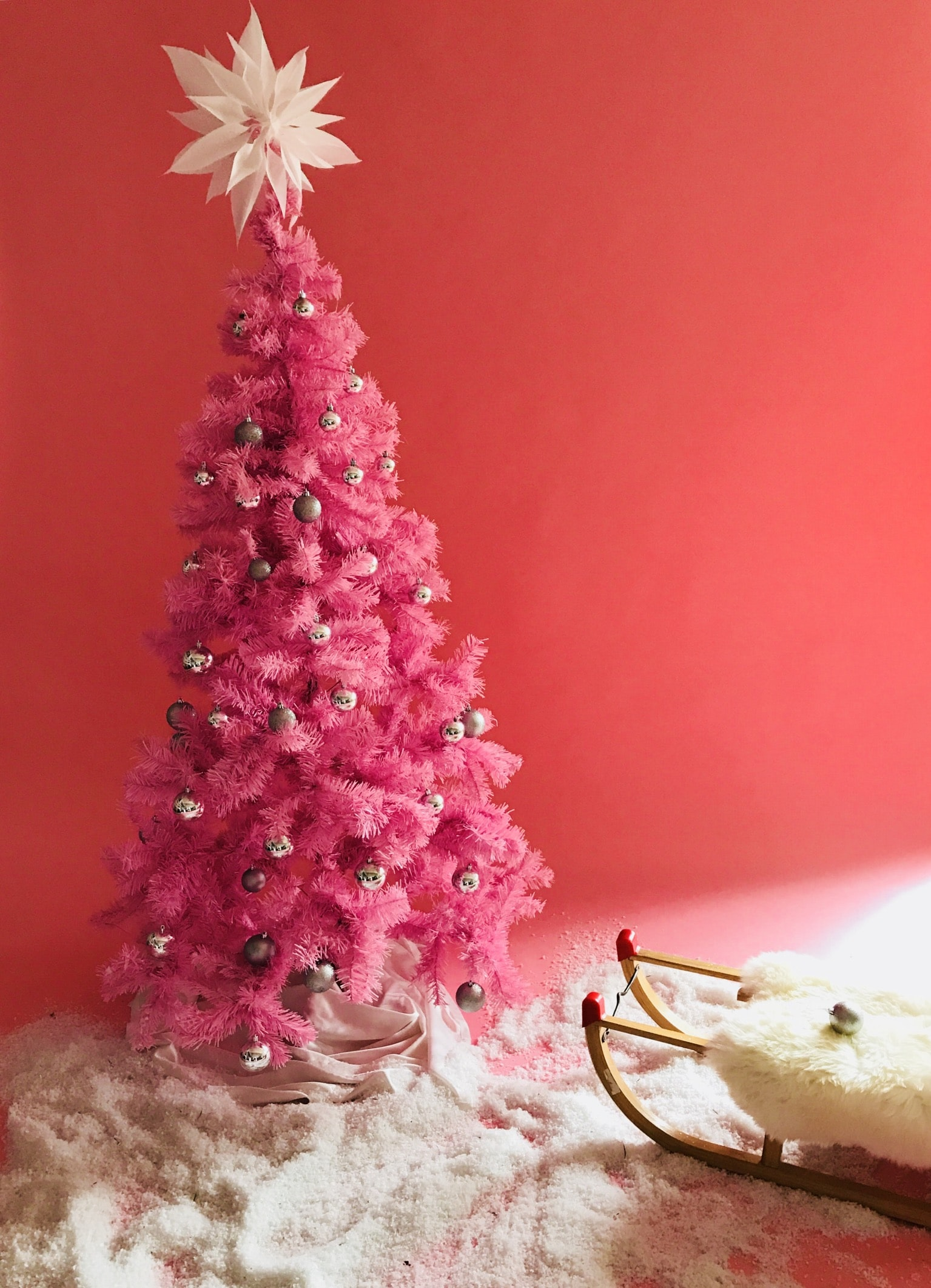 red Christmas tree decor