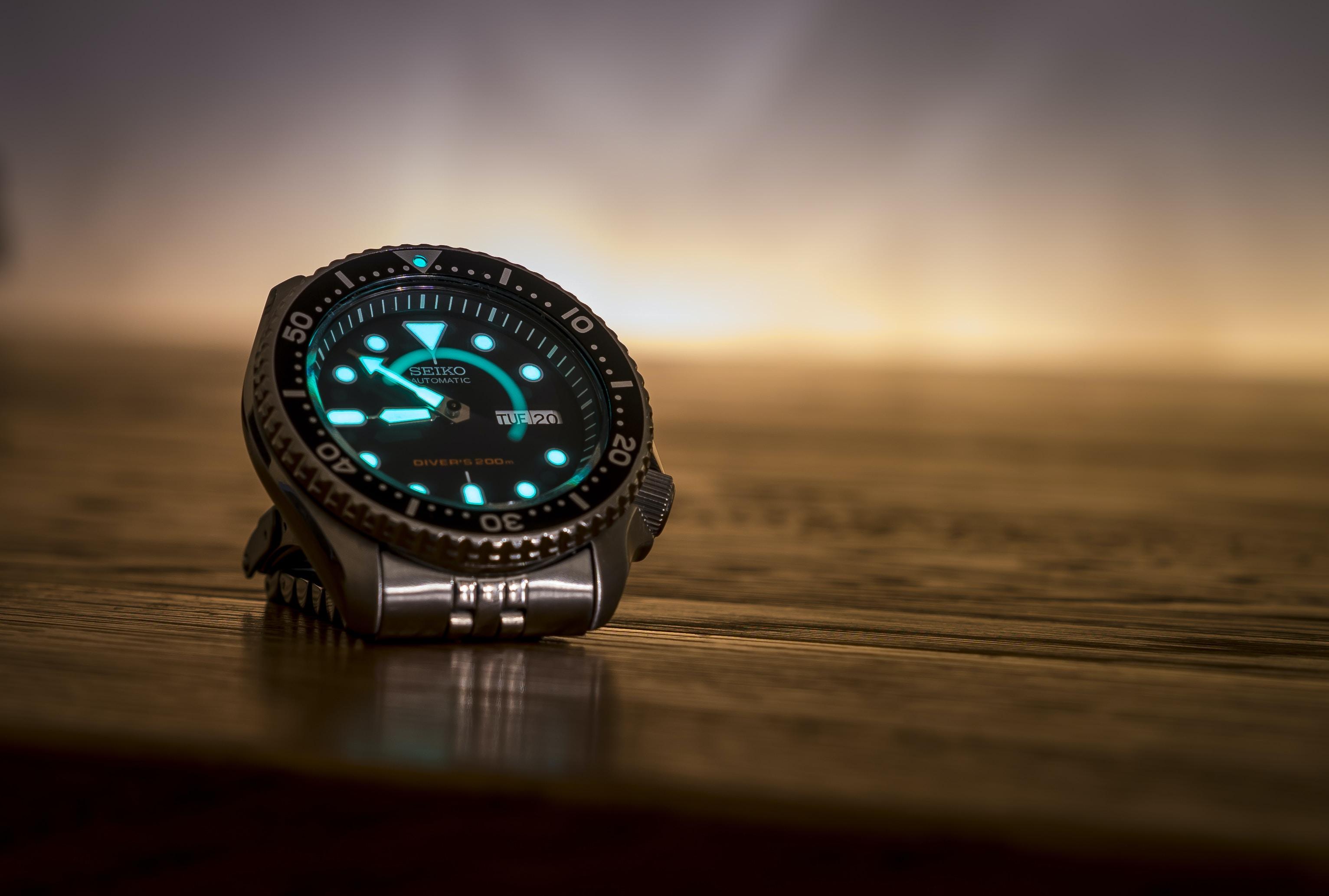 round black analog watch