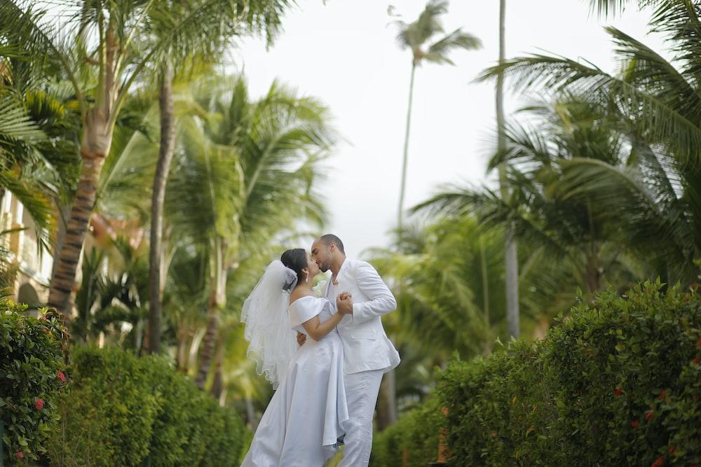 bridge and groom kissing