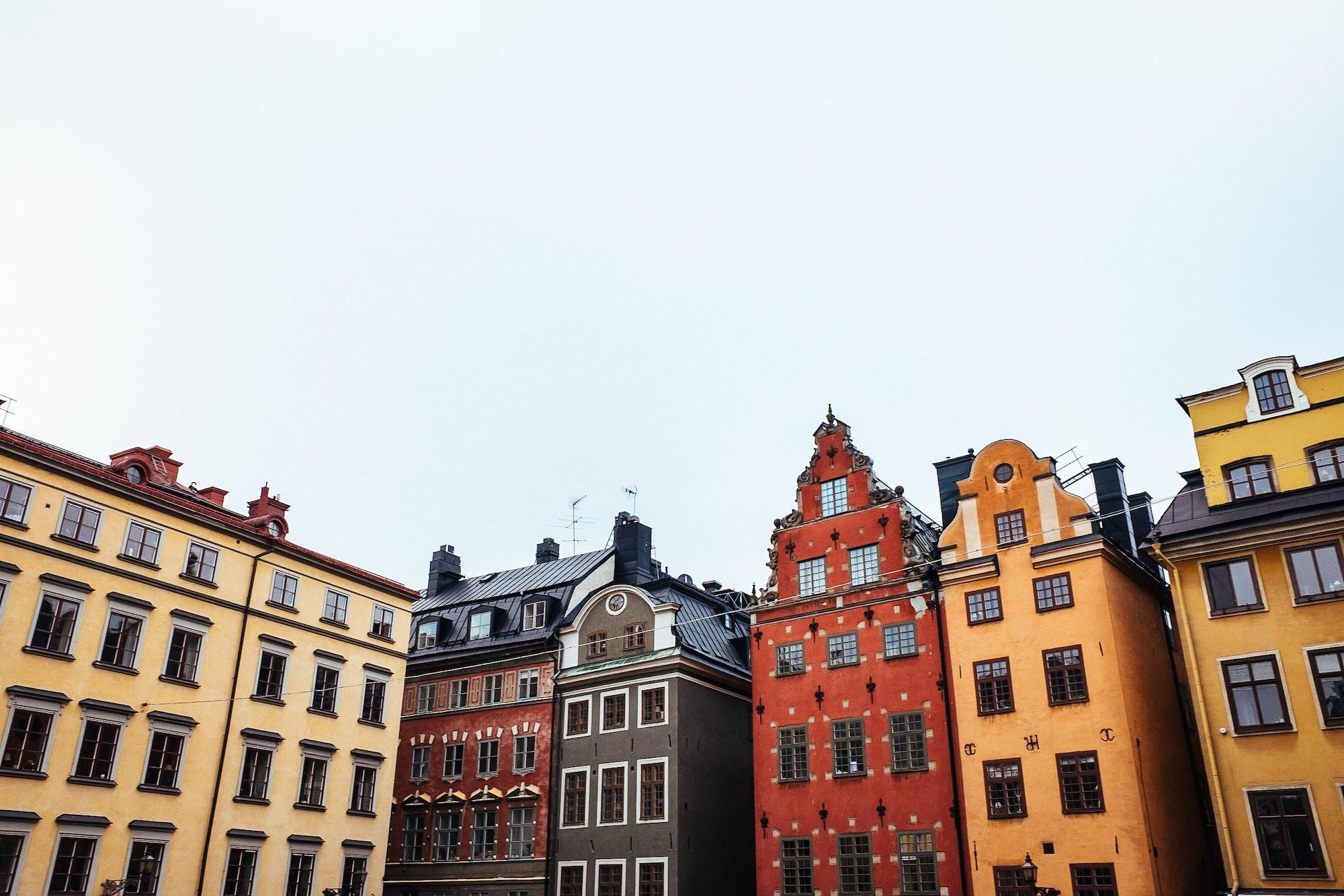 Immeubles de la place de Stortorget dans la Vieille Ville de Stockholm en Suède