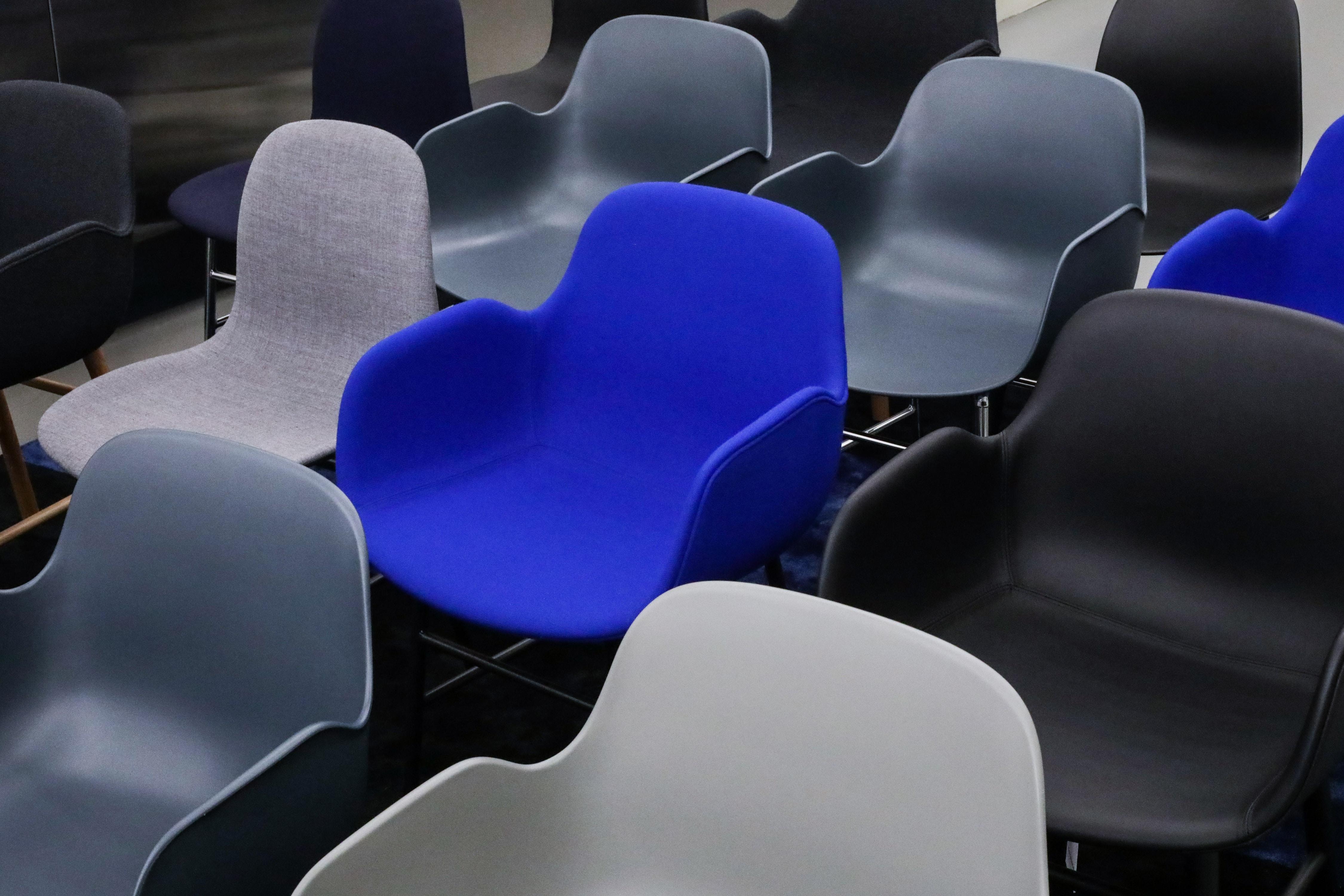 closeup photo of empty gang chair
