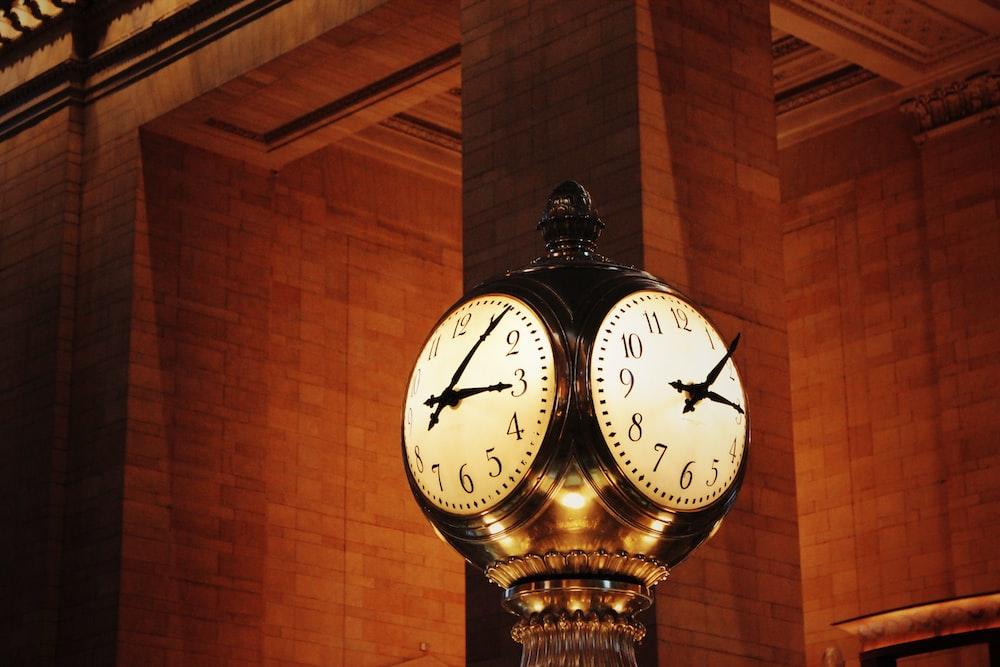 clock at 3:06