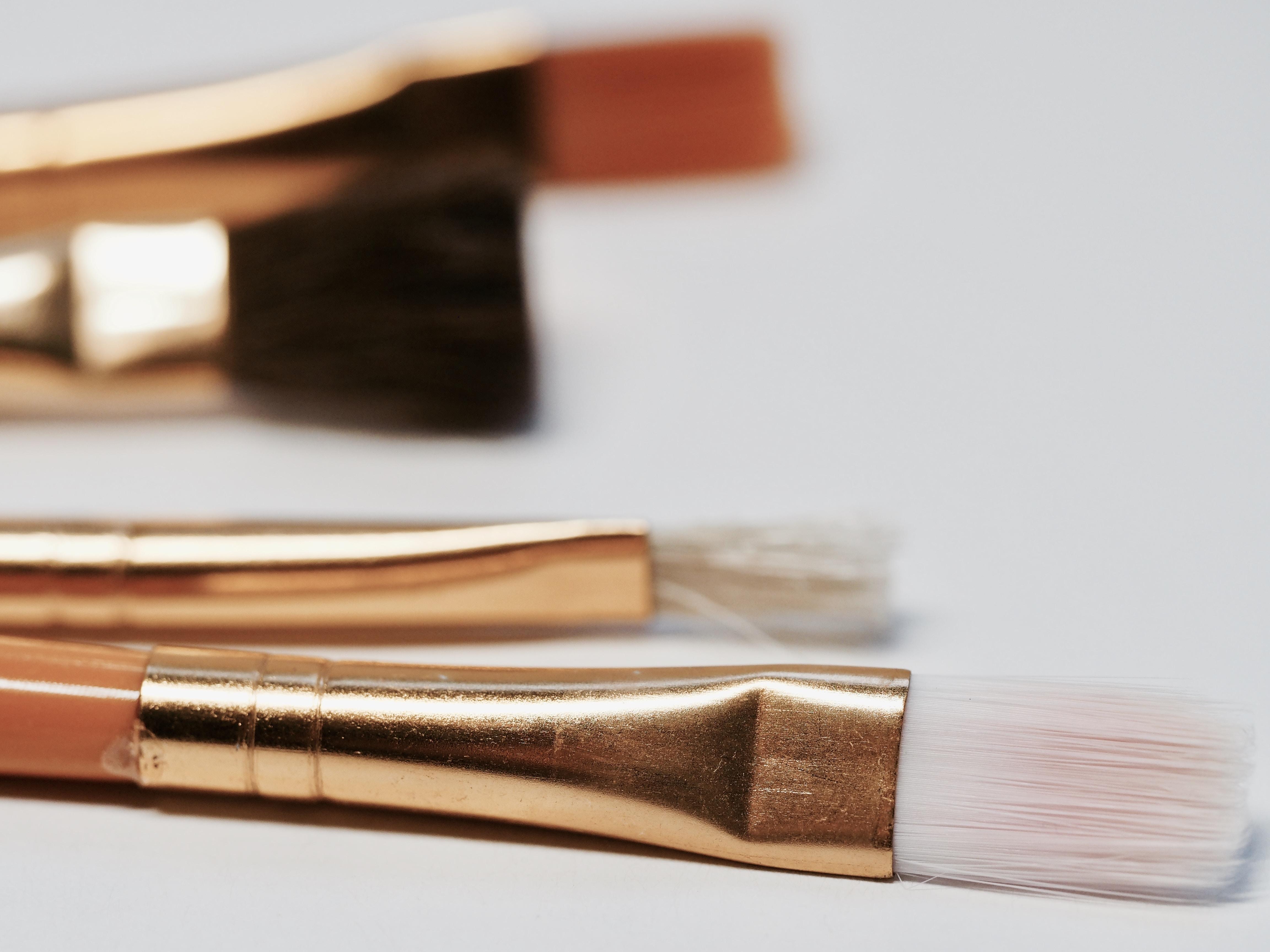 closeup photo makeup brush