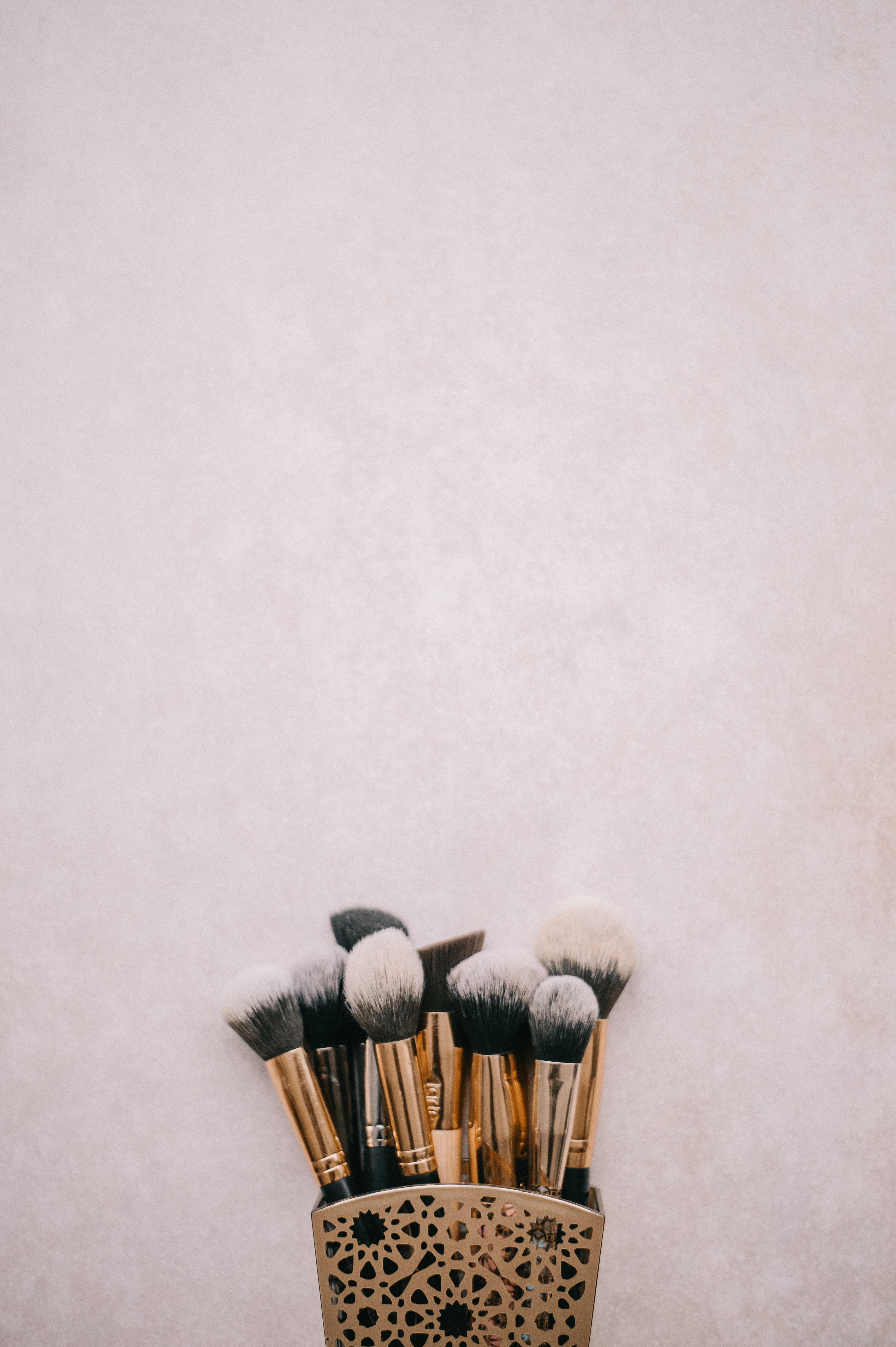 brass-colored-and-black makeup brush kit