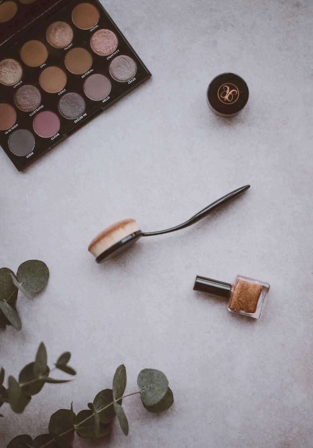 spoon make up brush near eyeshadow palette