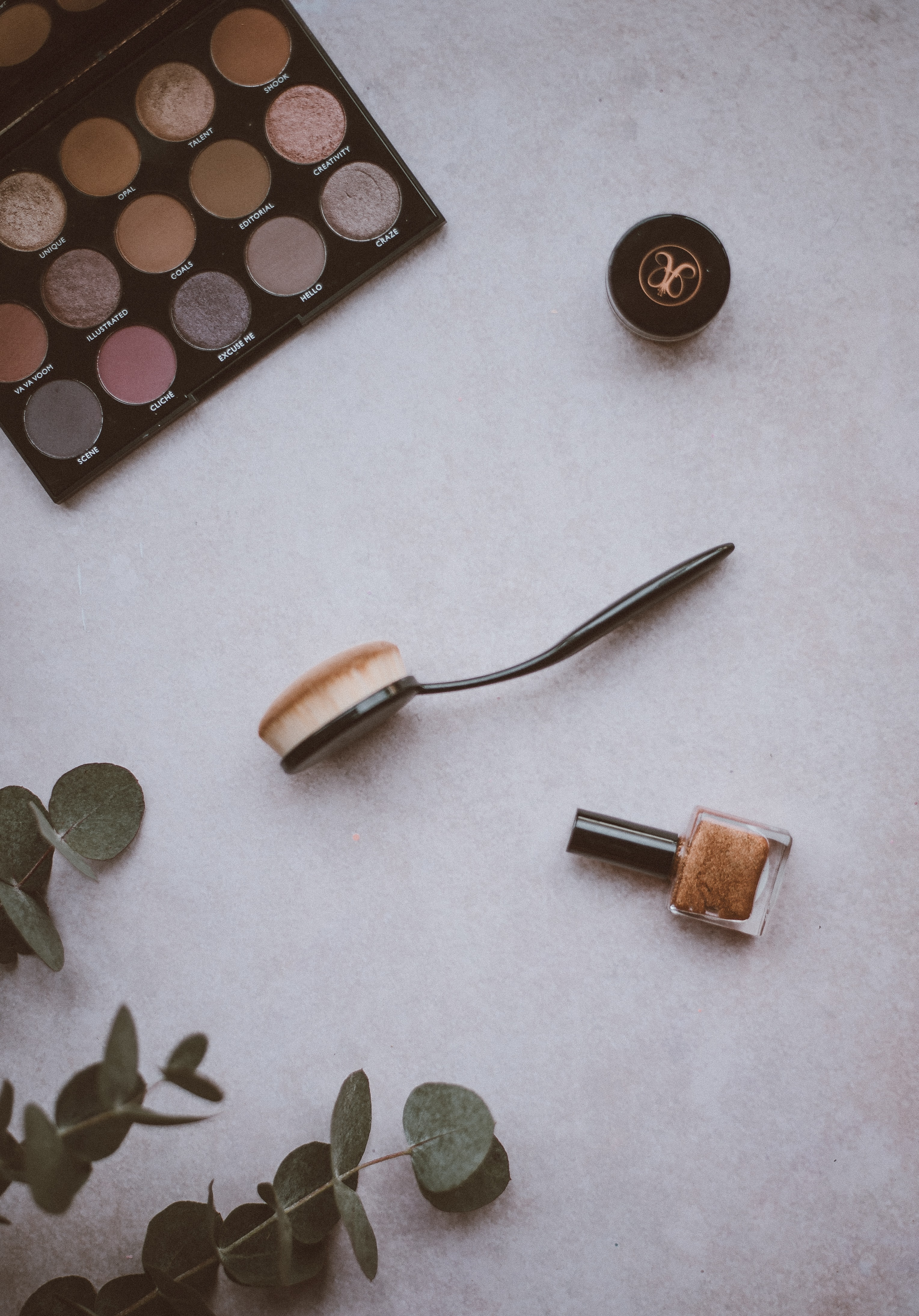 spoon make up brush near eyeshadow palette