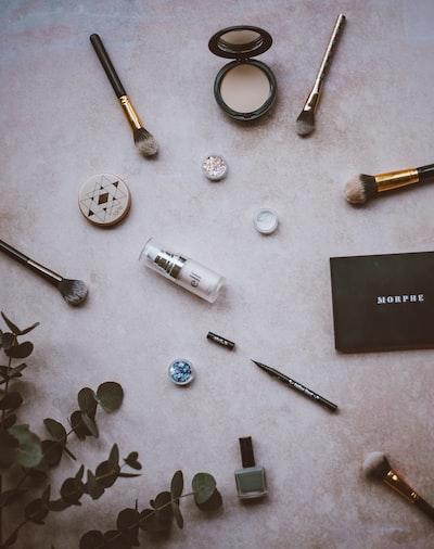 Eyeshadow, nail polish, brush, eucalyptus, highlighter, eye liner,elf make up, morphe,tarte, mascara
