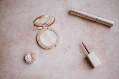 powder, highlighter, compact,mirror, mascara, lip gloss, glitter,