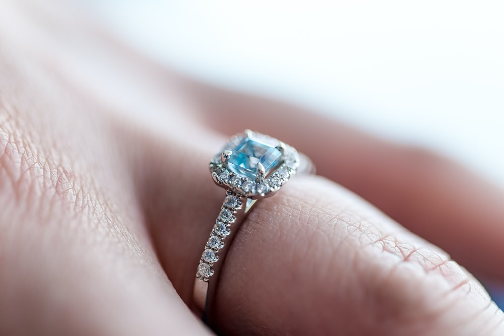 27+ Engagement Ring Pictures | Download Free Images on Unsplash