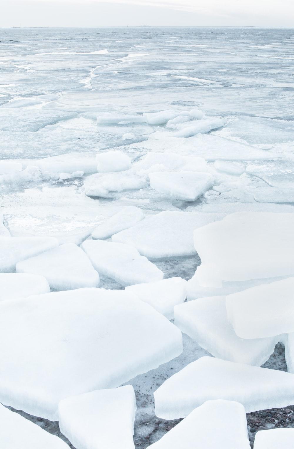 ice blocks during daytime
