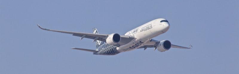 ボーイング737機がテヘランで墜落。原因は技術トラブルとするもアメリカの関与の可能性など様々な憶測が。