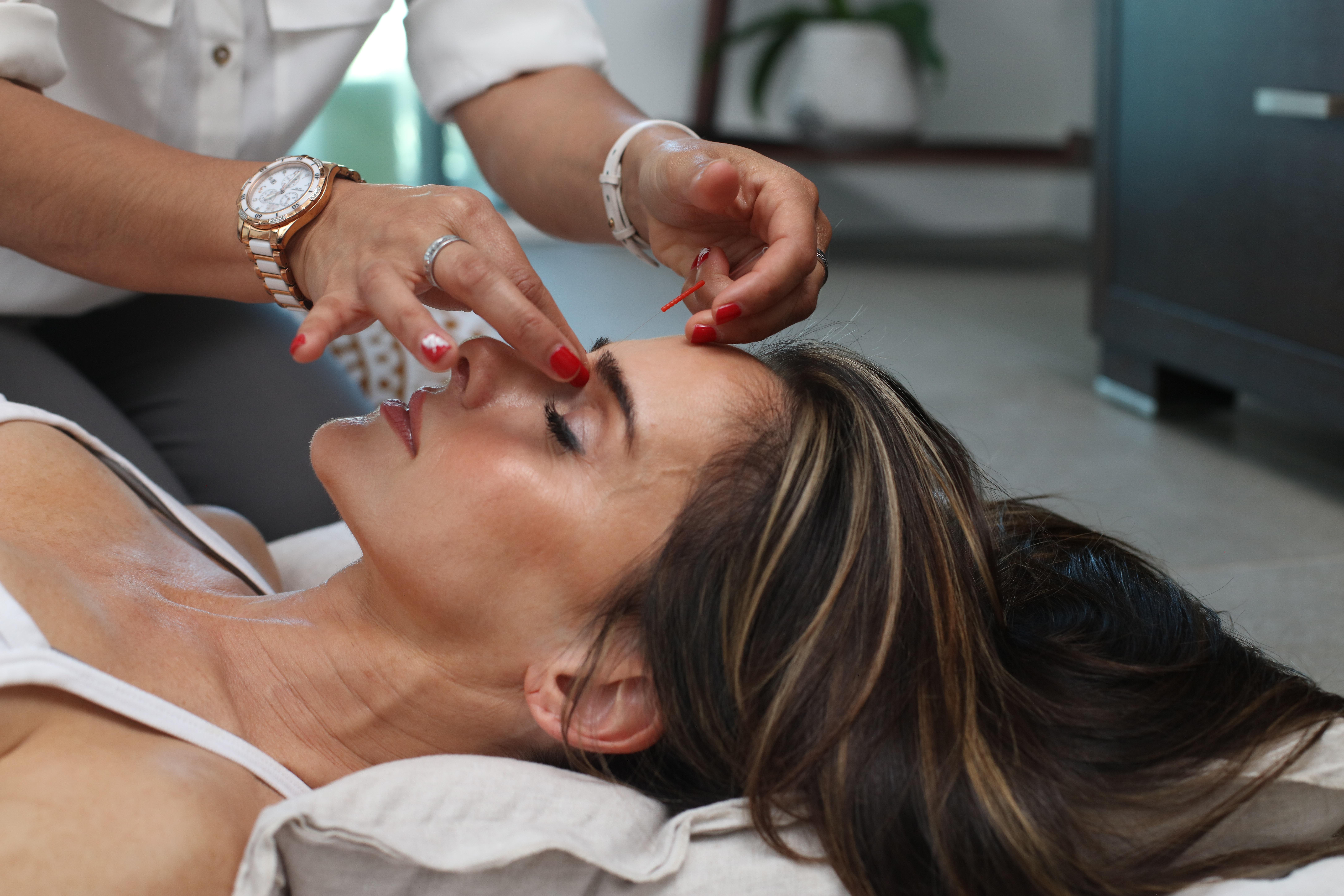 Head massage to treat Barometric Pressure Headache | WeatherStationary.com