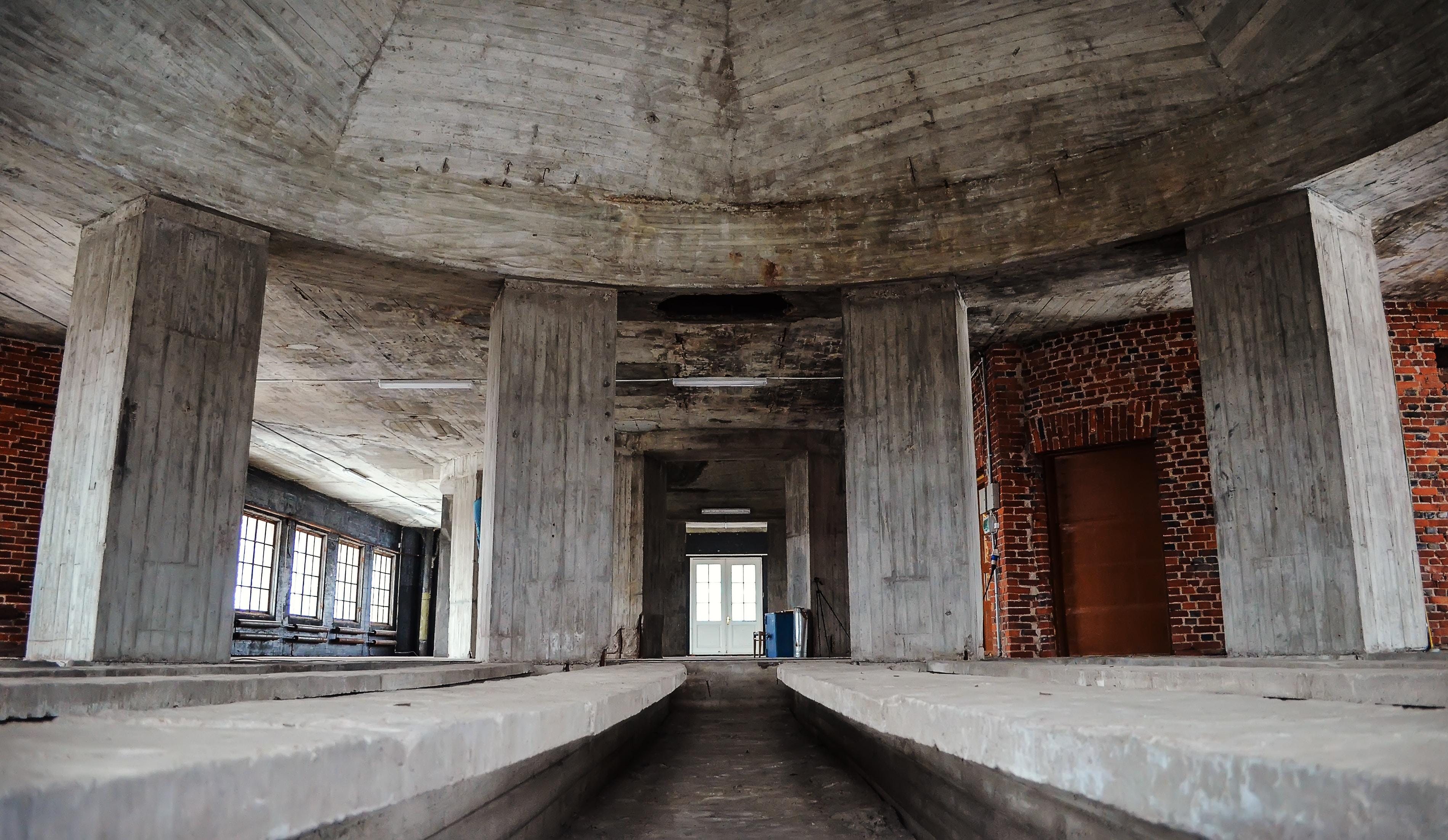 building with gray concrete pillar