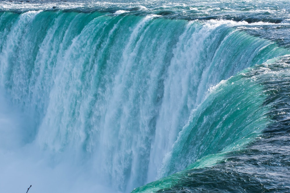 closeup photo of horseshoe falls