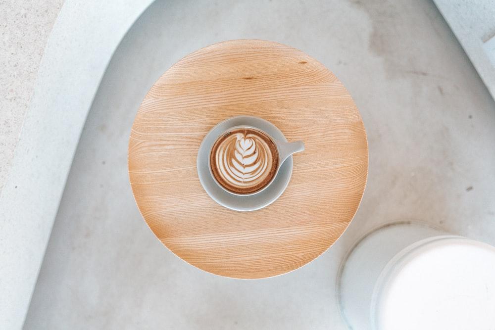 coffee latte serve in ceramic mug