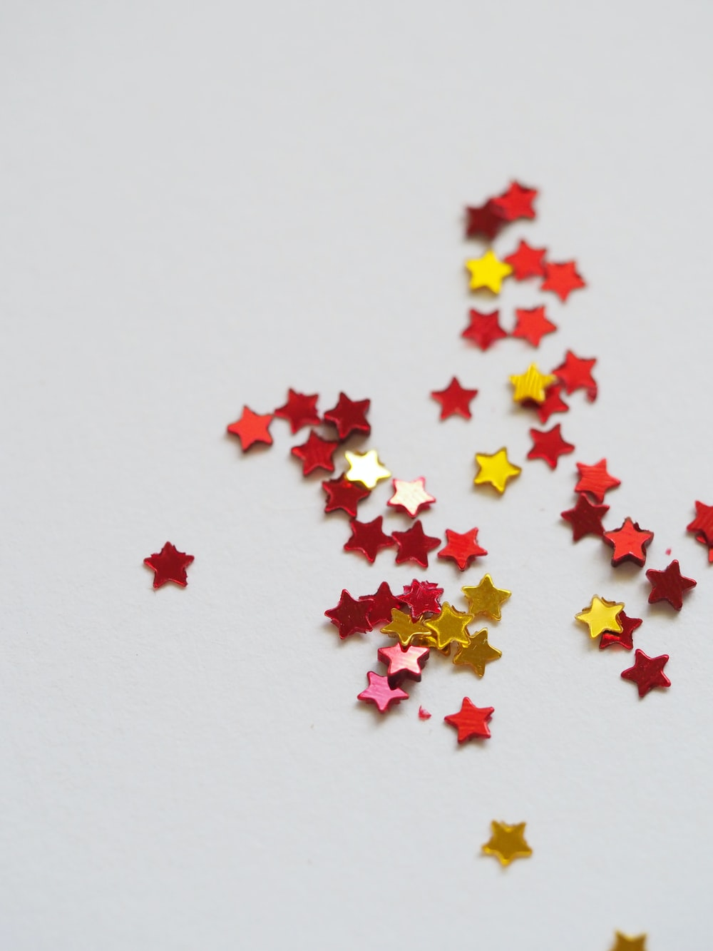 red and yellow star ornament lot