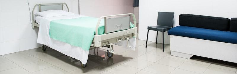 新型コロナの院内感染が深刻な状態に。人手不足や病床不足で医療崩壊も間近。