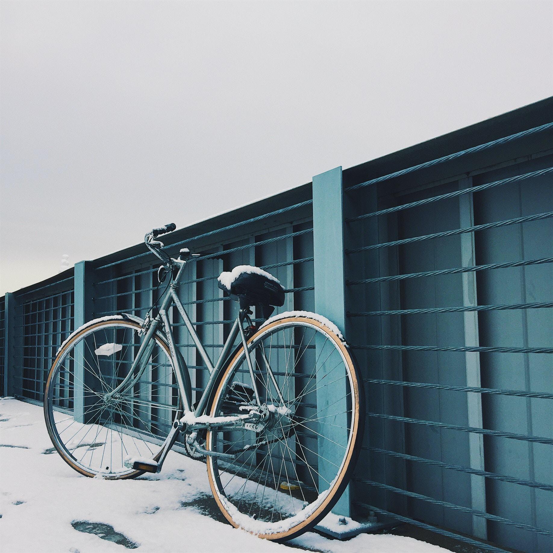 grey beach cruiser bicycle