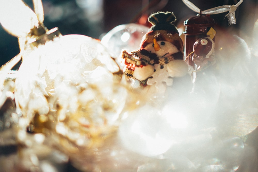 shallow focus photography of white snowman figurine