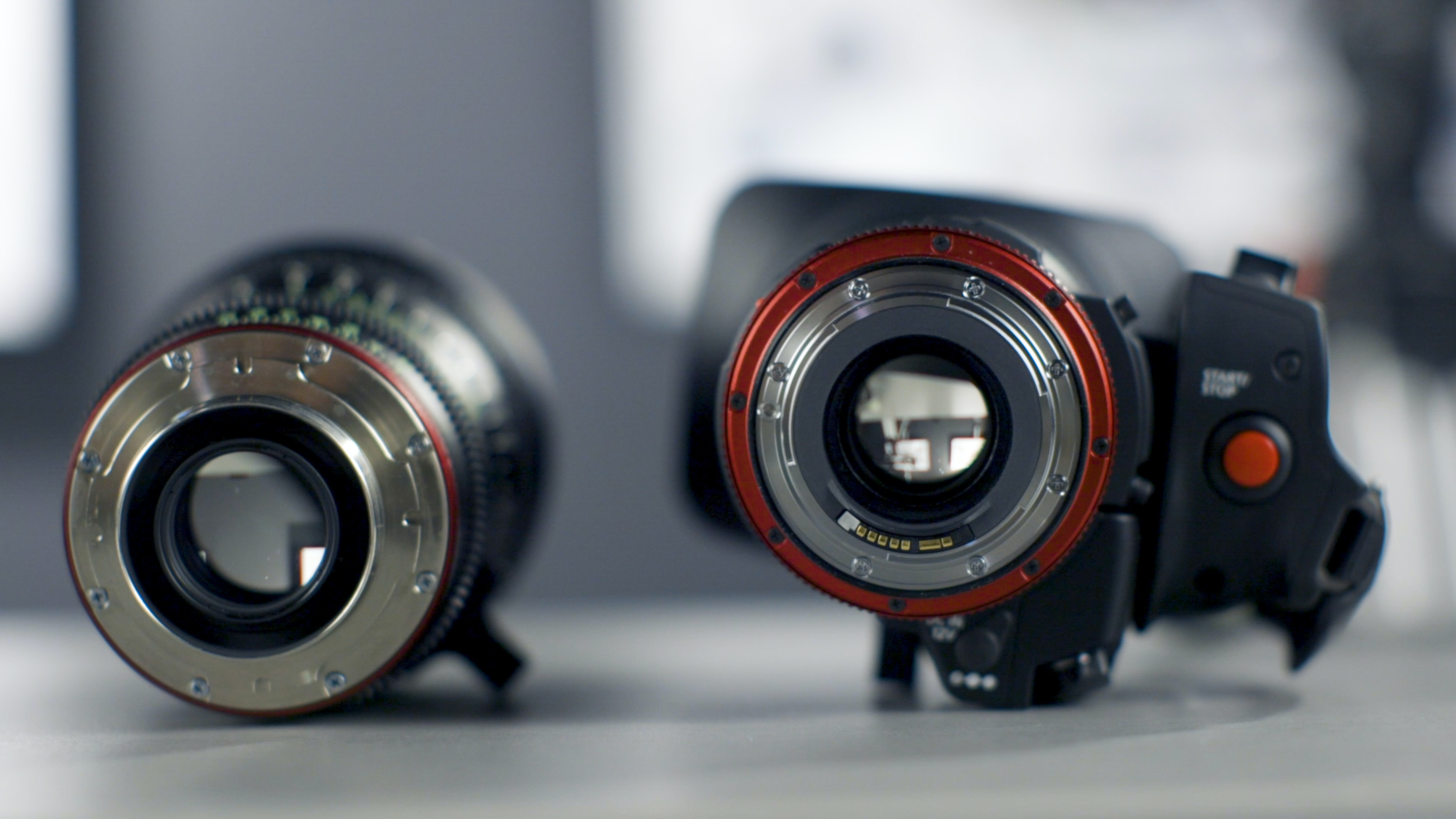 shallow focus photography of black DSLR camera with lens