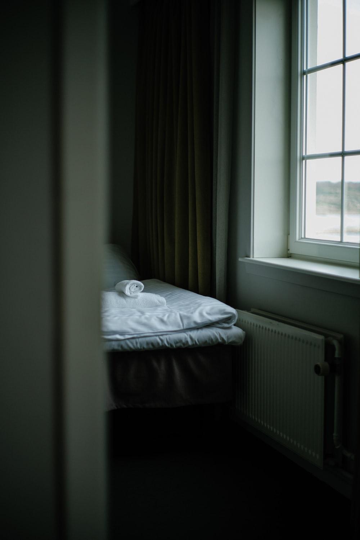 Bedroom window pictures download free images on unsplash for Bedroom windows
