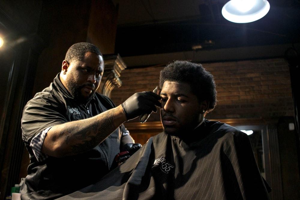 man hair trimming mans hair