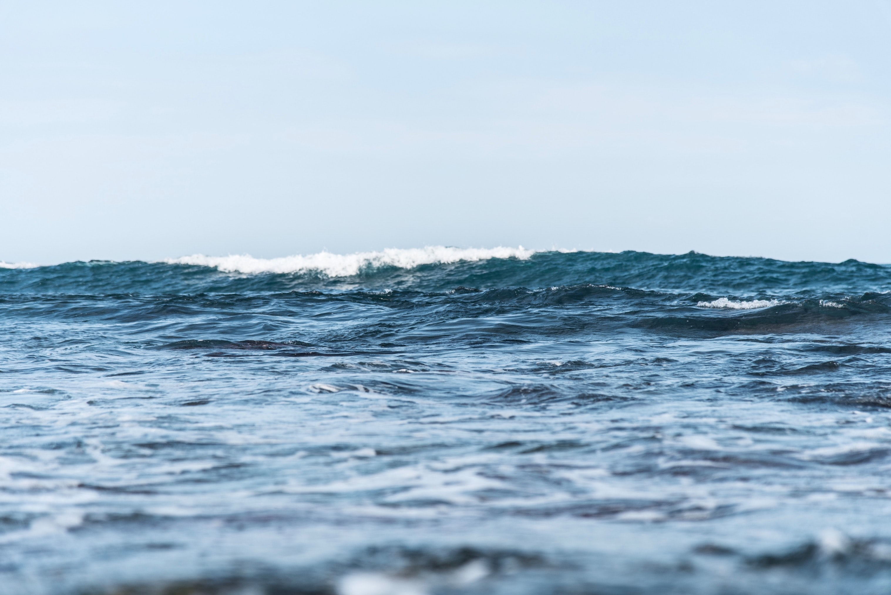 blue sea wave at daytime