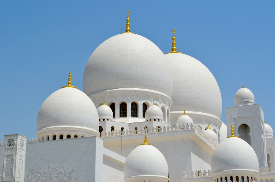 In one of the greatest cities of the world, Abu Dhabi, rests the most beautiful religious monument I have ever seen. All white, polished, surrounded by gold, pearls, diamonds and countless other precious stones. It is a place to admire every single view, every single carpet or tile in the floor.