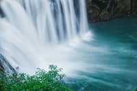 timelapse photo of waterfalls during daytime