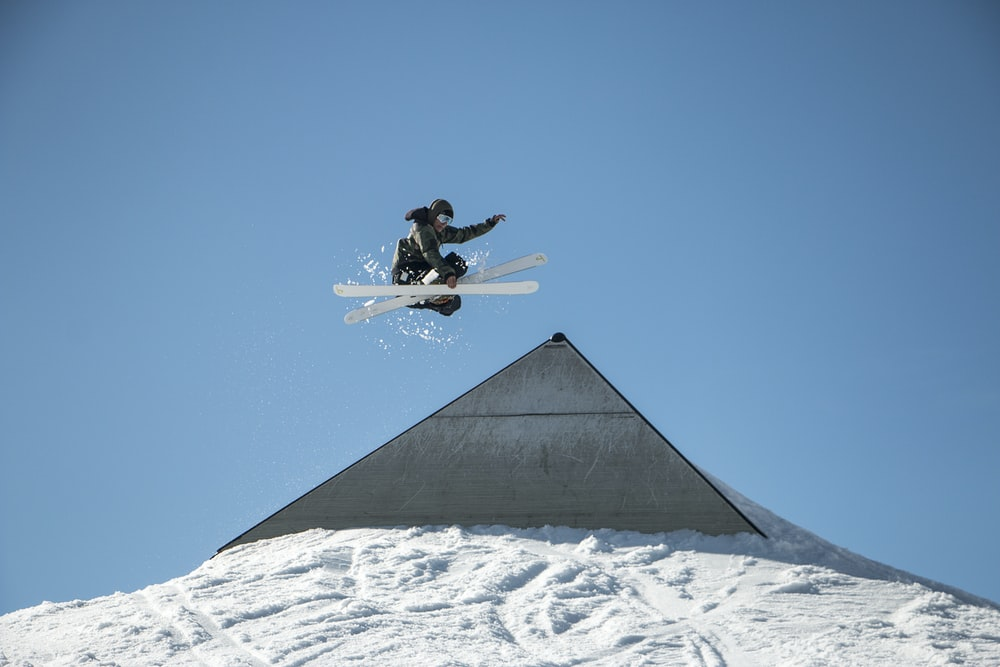 person playing ski at daytime