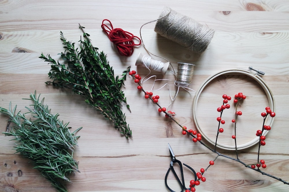 mistletoe placed next to gray and red threads