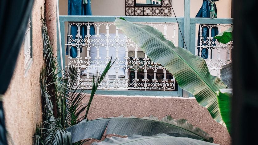 С учетом высокого уровня цен на медицинские услуги, при посещении Марокко рекомендуется иметь полис медицинского страхования
