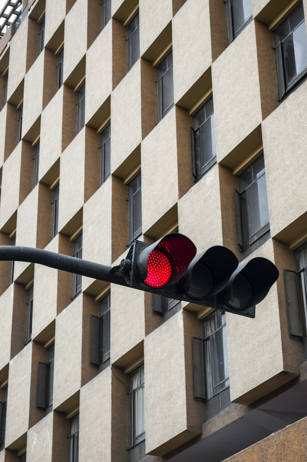 photography of traffic light on stop sign