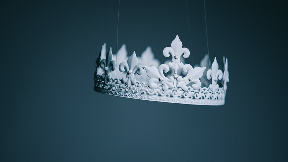shallow focus photography white crown hanging decor