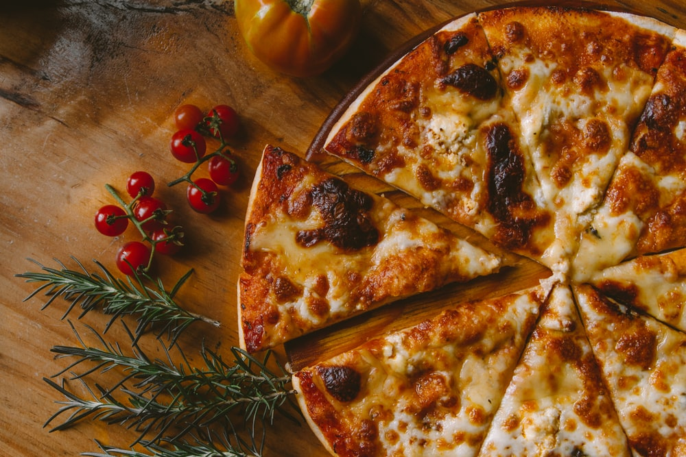 pizza with berries