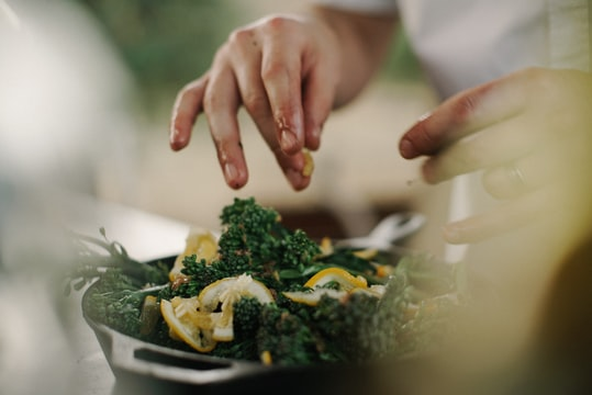 How to find the time & money for a home cooking habit