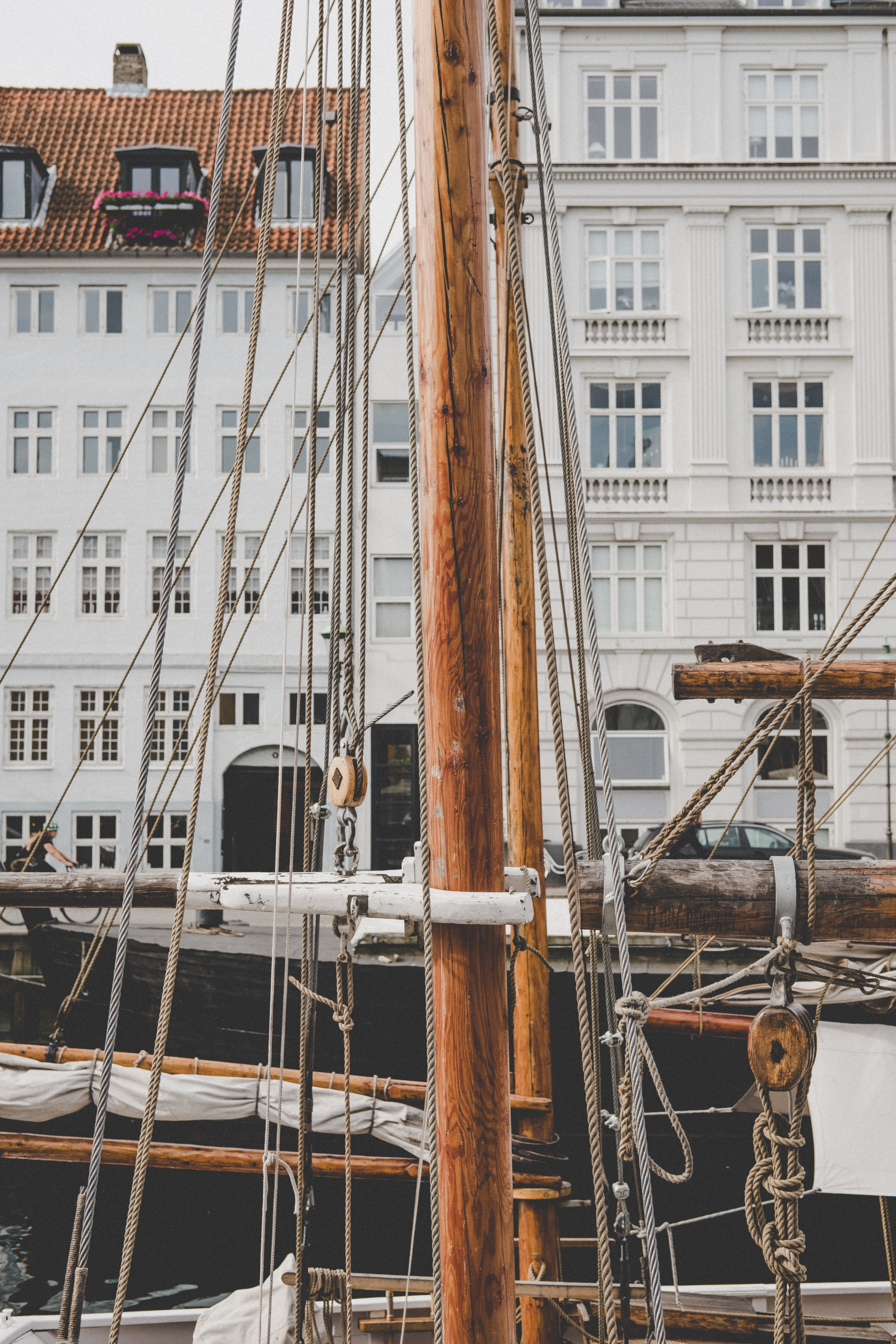 close-up photo of brown and white sailboat