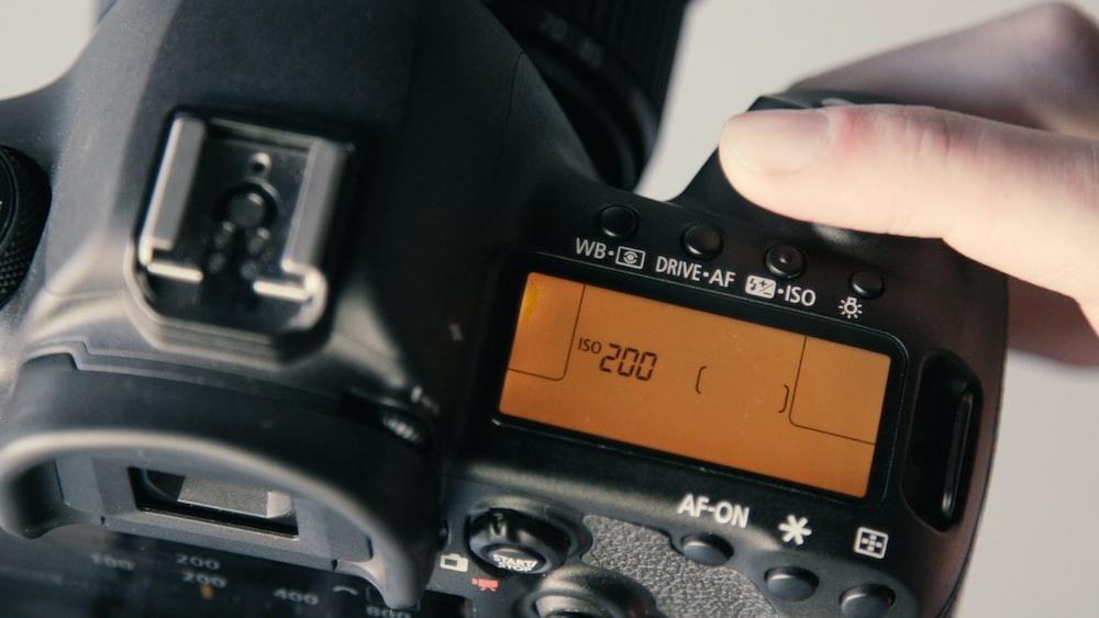 DSLR camera at 200 display