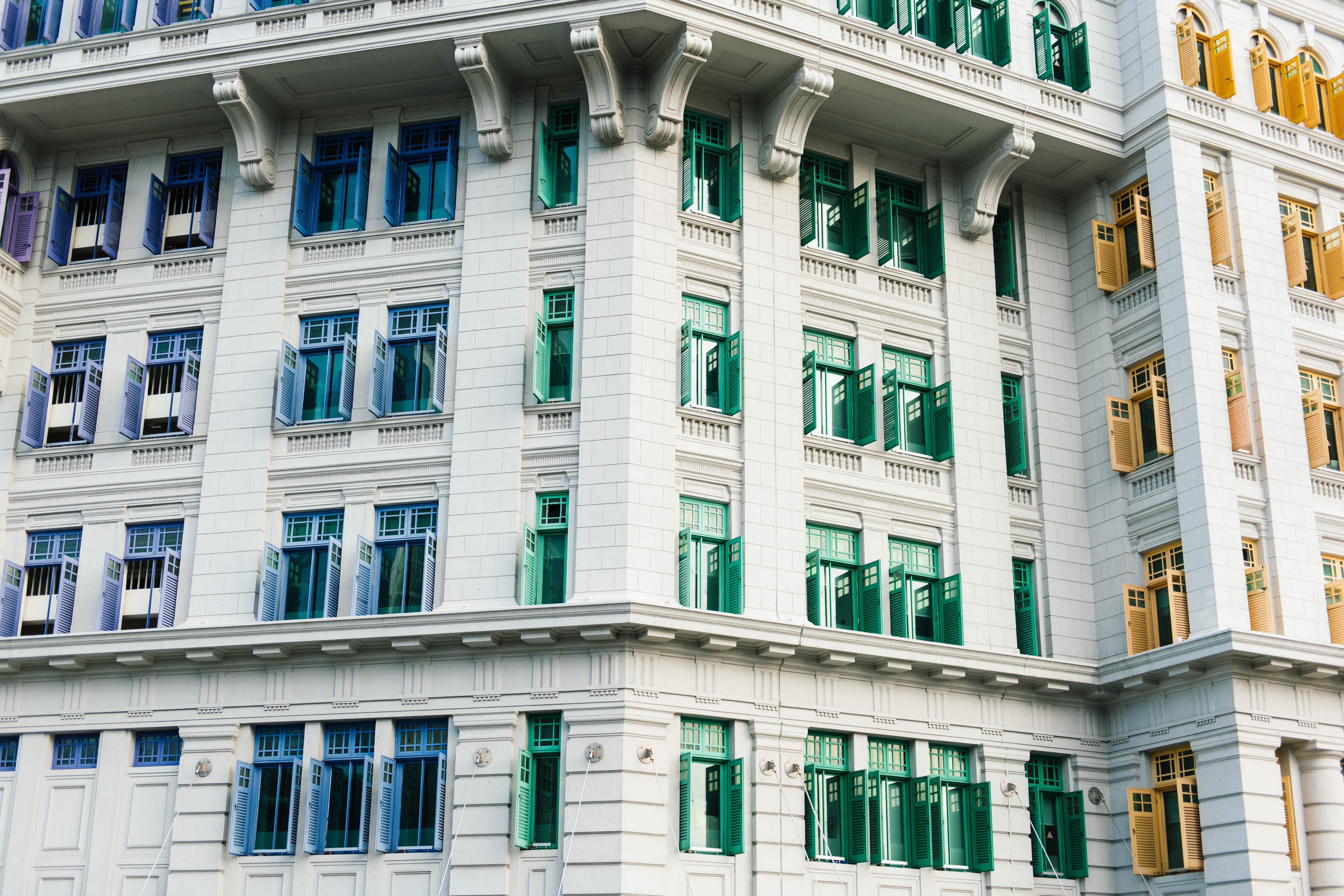 closeup photography of multi-storey building