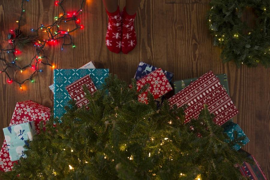 Four Easy Ways to Spend Less This Christmas - Making Money Online - Lorelei Web