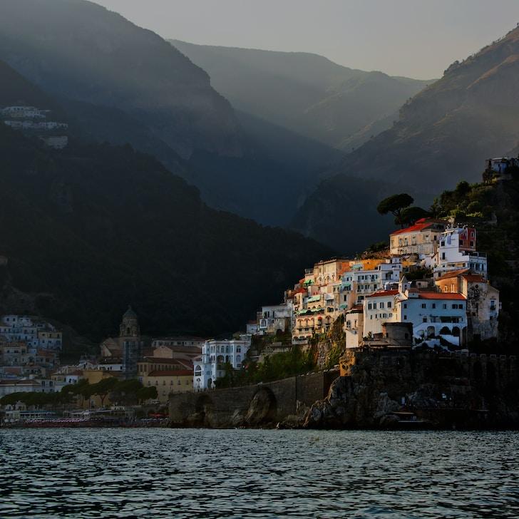 L'Austria è vicinissima all'Italia. È un Paese dalle antiche tradizioni, dall'ospitalità calda e accogliente, dalle città ricche di storia e dalle montagne imponenti e suggestive