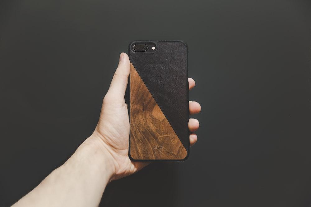 person holding jet black iPhone 7 Plus