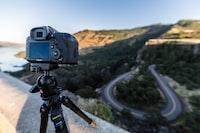 focus photo of black Canon DSLR camera