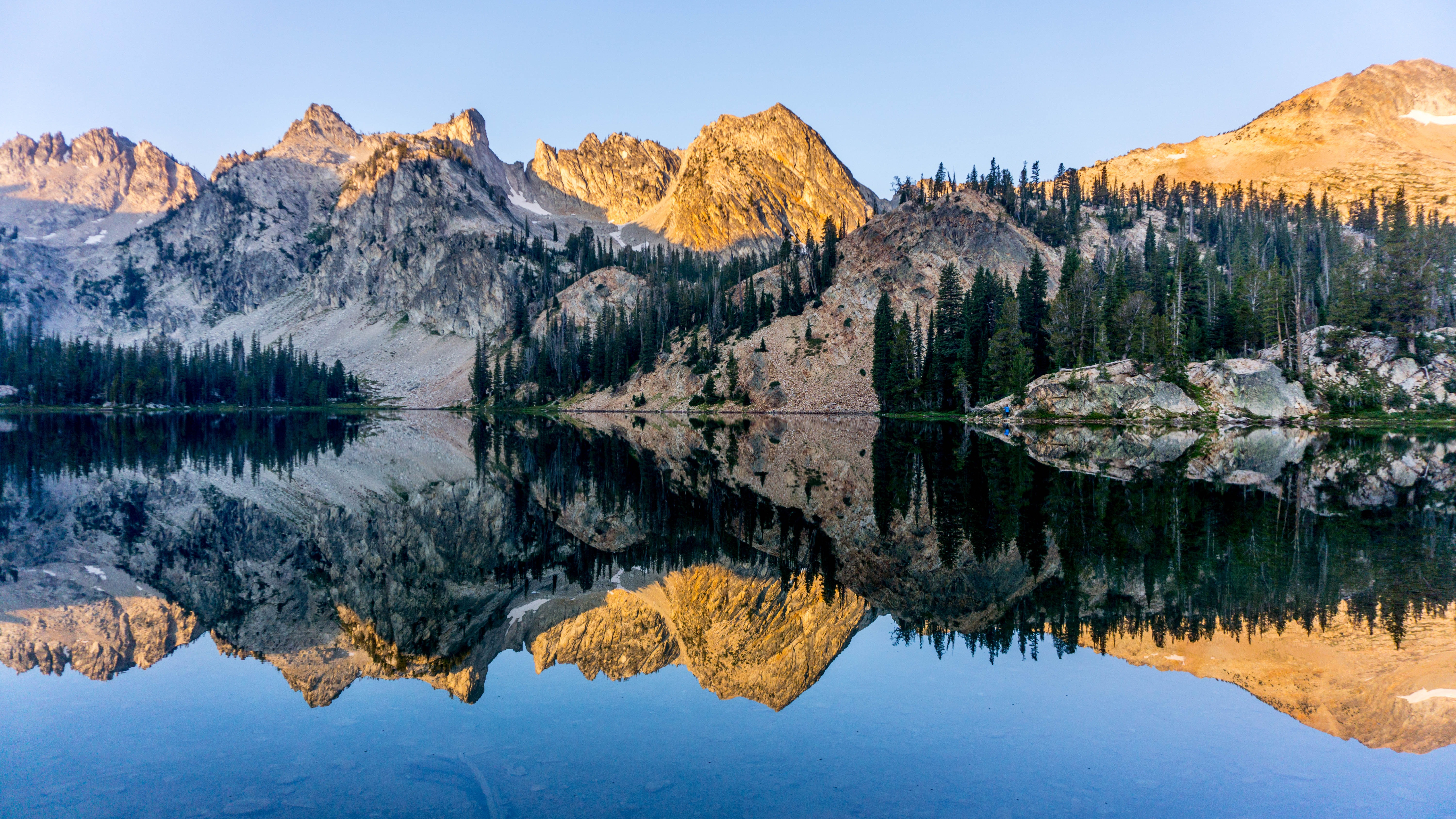 lake and mountain formations