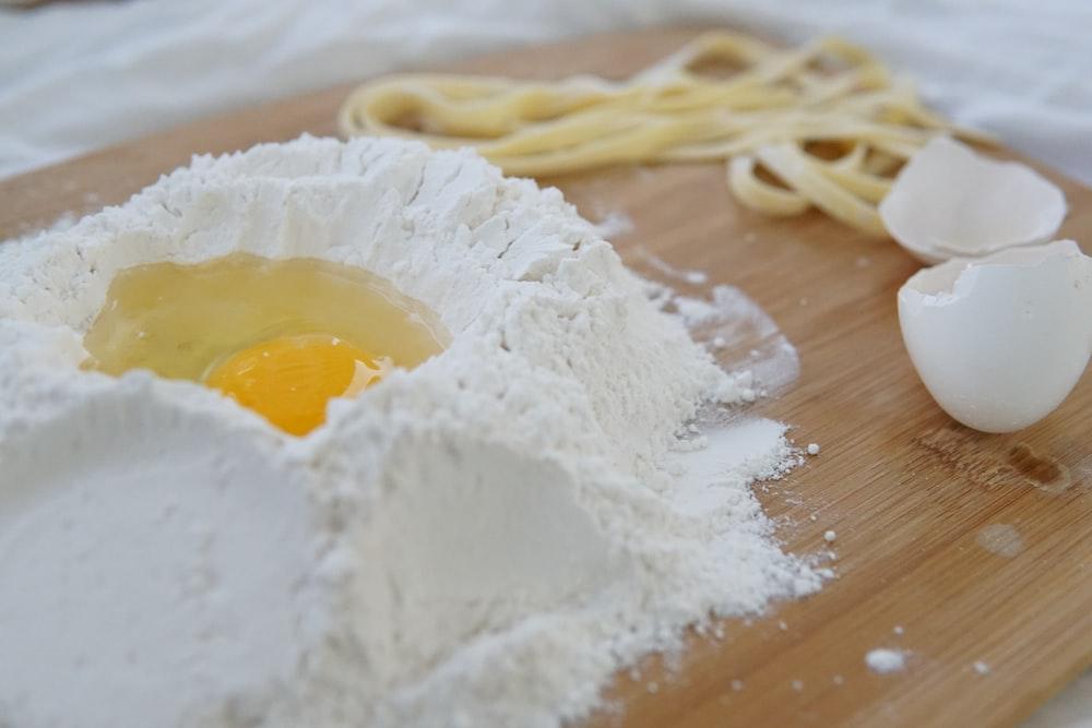 flour with egg
