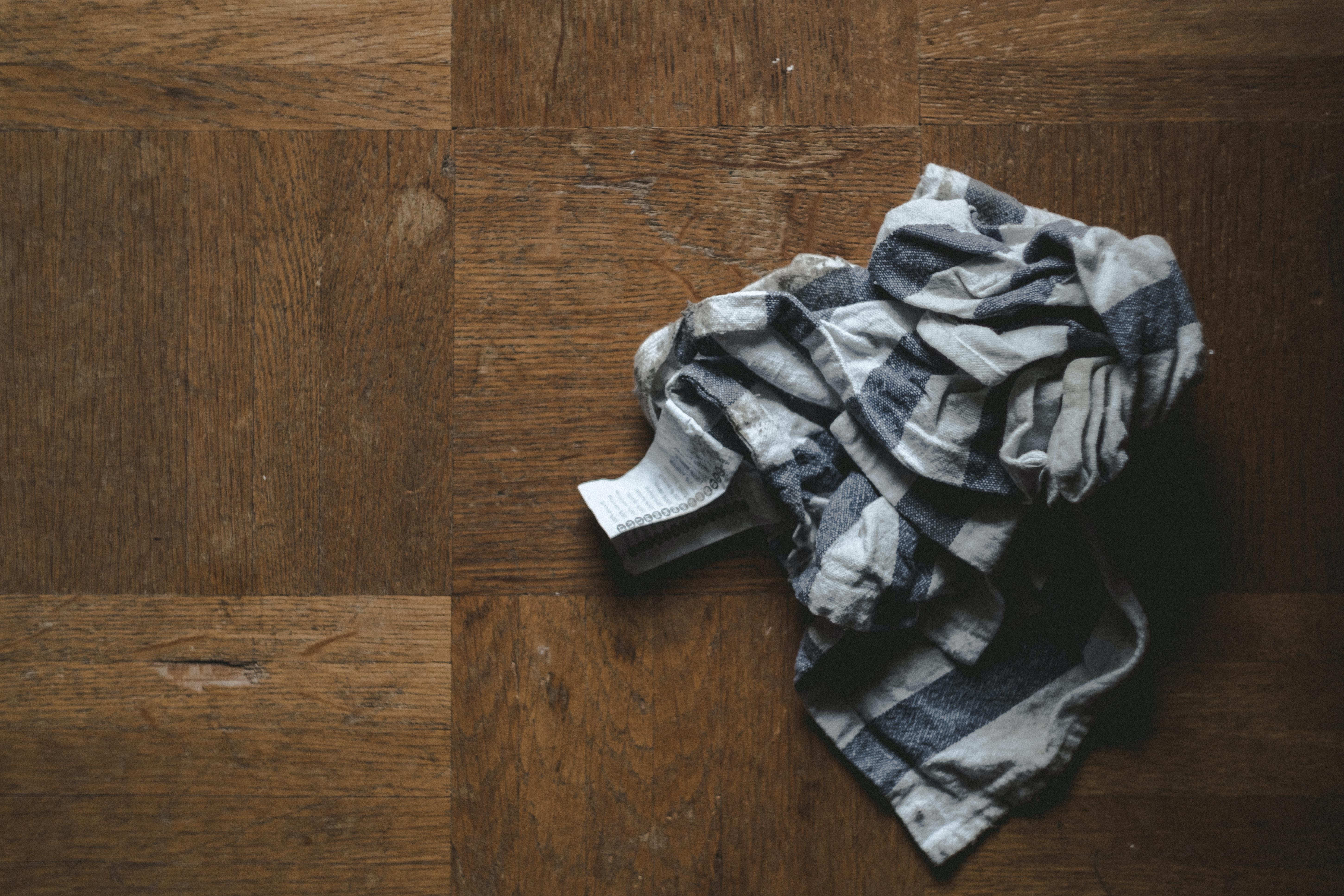 gray and black plaid textile
